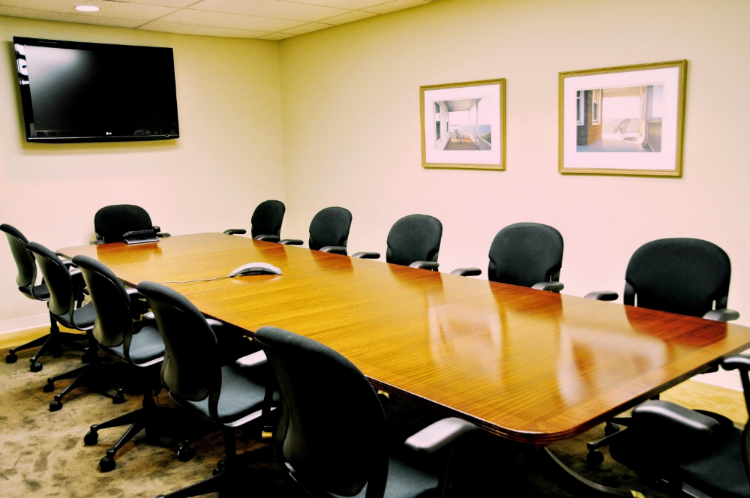Midtown Manhattan conference rooms available for rent and lease at 880 Third Avenue.